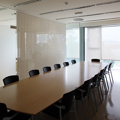 persianas verticales, mobiliario de oficina y empresas