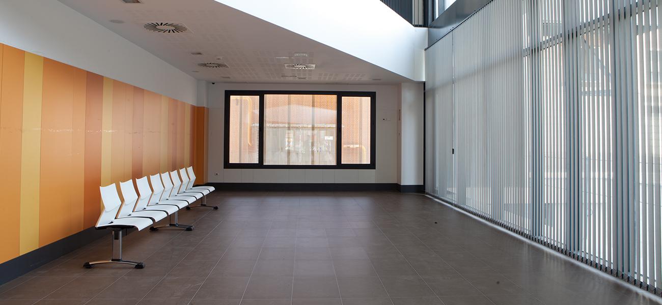 persianas verticales, mobiliario de oficina y empresas,